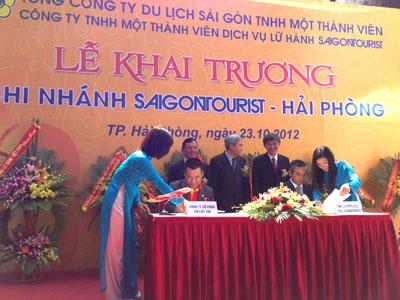 VietJet Air, Saigon Tourist tie-up to promote domestic tourism