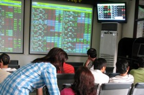 VN stock markets end mixed
