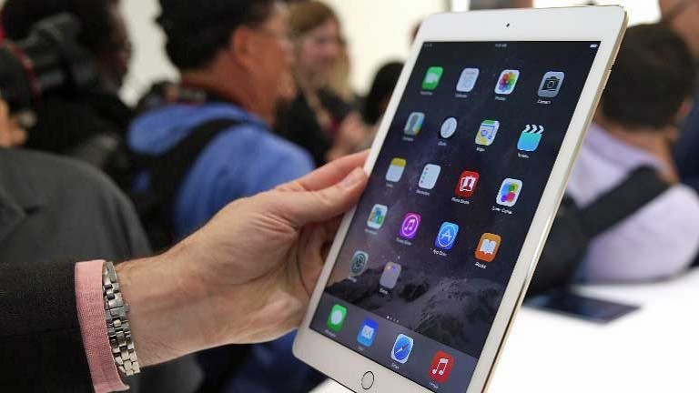 "SingTel, StarHub start sales of Apple""s new iPads ..."