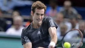 Murray books London place, Federer eases through
