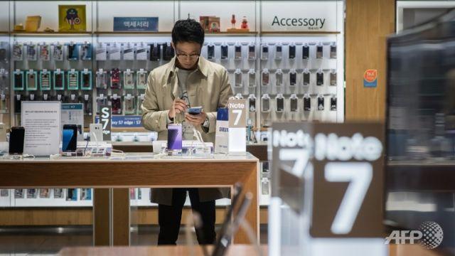 Samsung keeps smartphone lead despite Note 7 debacle