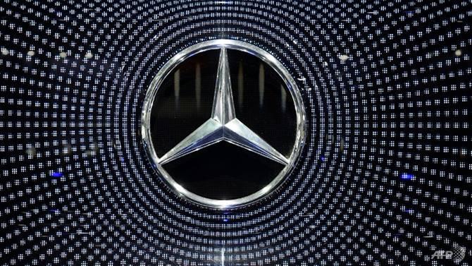 mercedes recalls 400000 uk cars on airbag fault