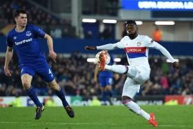 Lyon beat Everton to pile pressure on Koeman