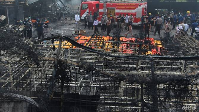 indonesia fireworks factory blaze kills at least 46 injures dozens