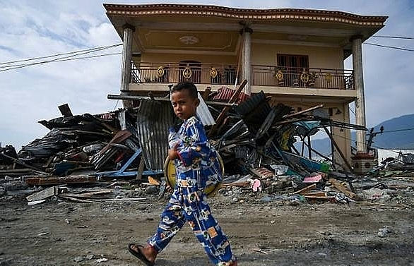 indonesia quake kids traumatised as rescuers race against clock