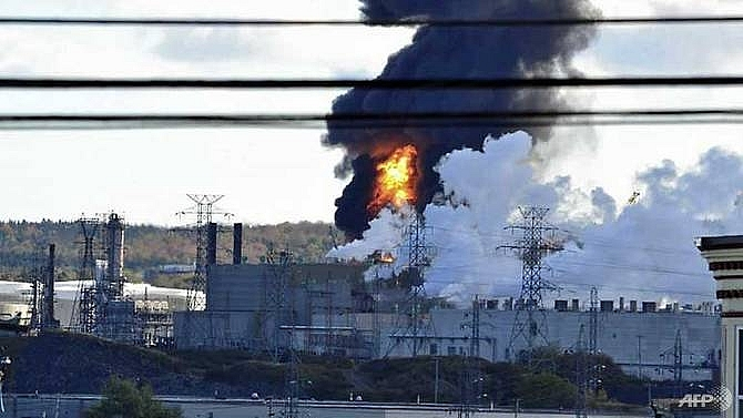 explosion and fire at canadas largest oil refinery