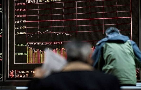 chinese stocks sink to lowest levels since 2014