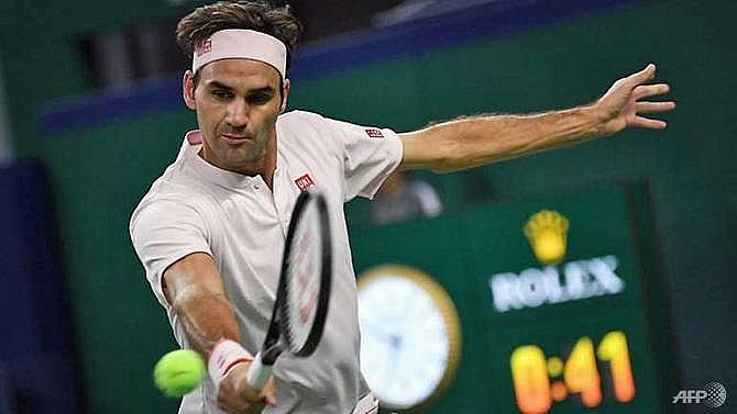 federer battles into shanghai masters quarter finals