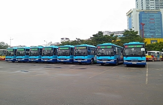 new bus route transports passengers from airport to hanois centre