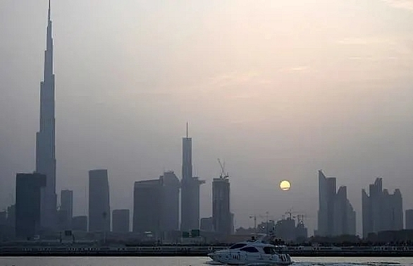 dubai seeks investment to bolster flagging economy