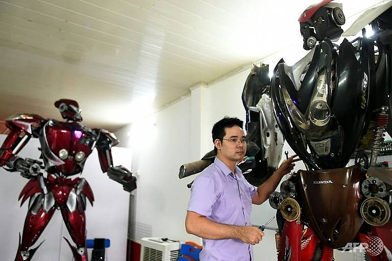 vietnamese roll out transformers inspired robot with green message