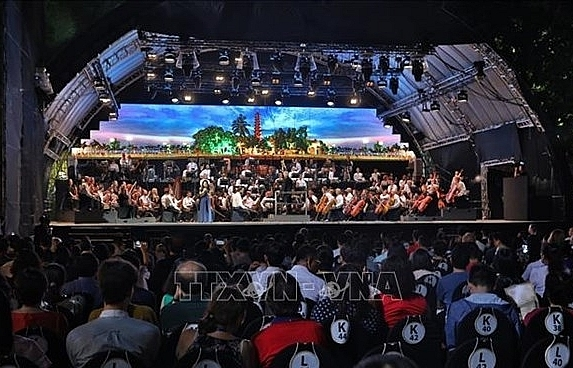 london symphony orchestra entertains hanoi audiences
