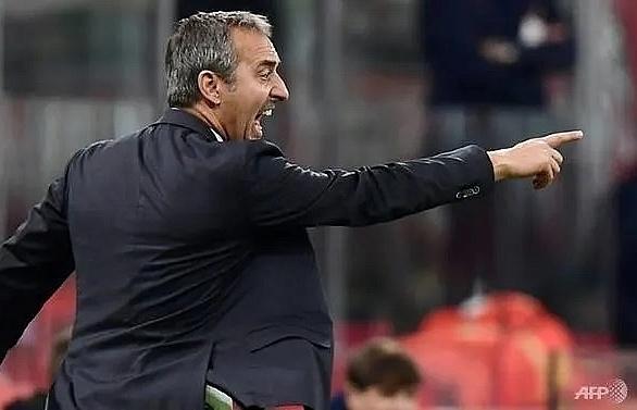 reina saves late penalty as struggling ac milan beat genoa