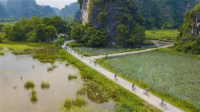 tam coc bich dong in autumn