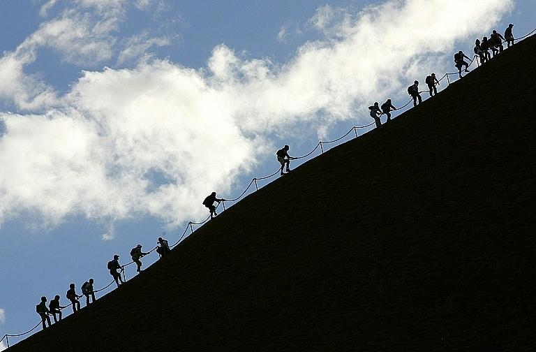 tourists surge at uluru before australia bans climb