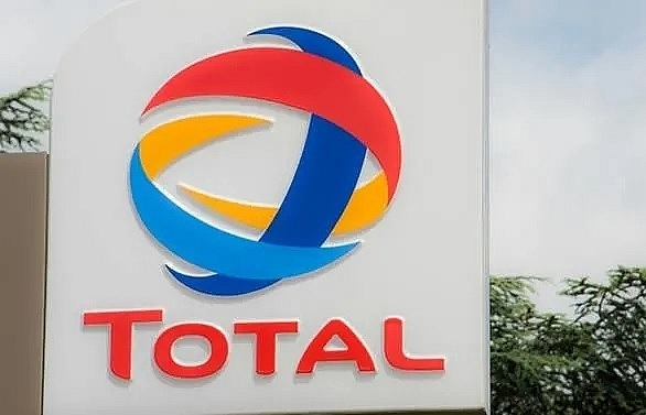 french energy giant total to buy 37 stake in indias adani gas