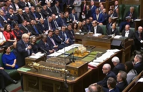 brexit in the balance as british mps hold knife edge vote