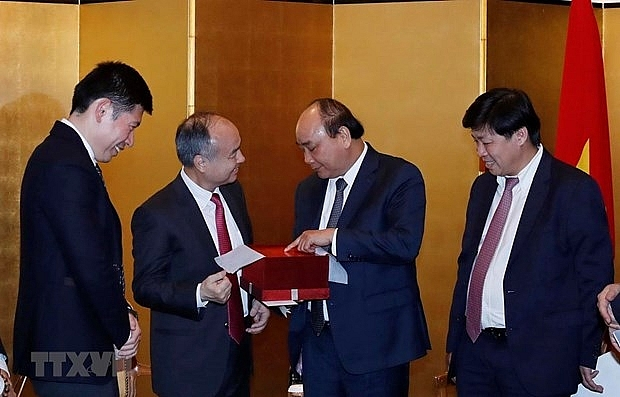 pm welcomes softbanks investment expansion in vietnam