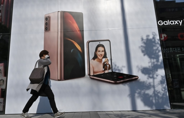 samsung flags near 60 operating profit jump after huawei boost