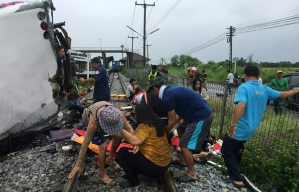 at least 17 killed in bus train collision in thailand