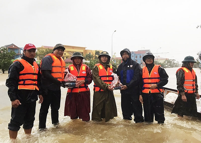 cp vietnam assisting central region in midst of hardship