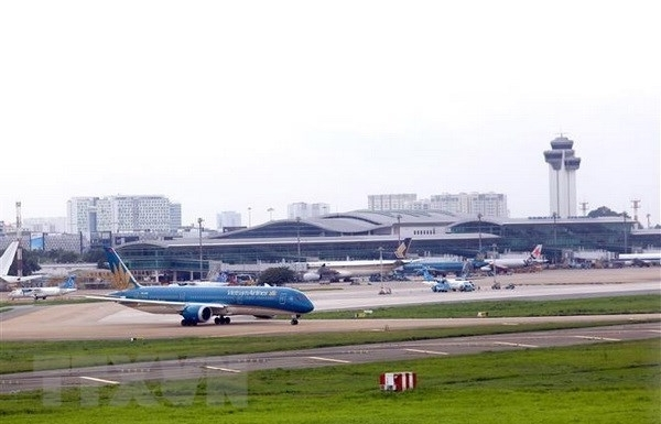 vietnam airlines group further adjusts flight schedules