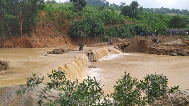 rescue operations underway for landslide victims in quang nam