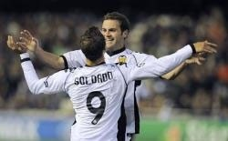 valencia hit bursaspor for six to reach last 16