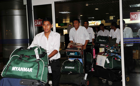 myanmar singapore in hanoi for asean football cships