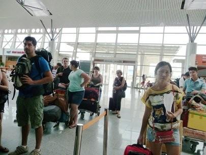 hong kong tourists want to be granted visa at danang