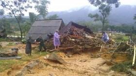 public raises funds for flood hit provinces
