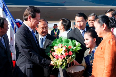 pm arrives in vientiane for clv summit