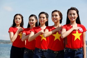 Beauties show patriotism for Vietnam's sea and islands