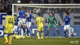 Five-star Chelsea smash Schalke to reach last 16