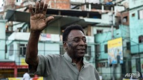 Pele in 'special care' as condition worsens