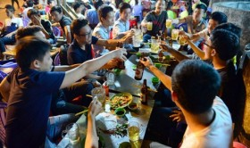 In Vietnam, public servants, unskilled workers drink alcohol, beer most