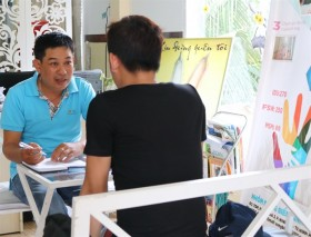 Social worker helps fellow gay men recover from HIV