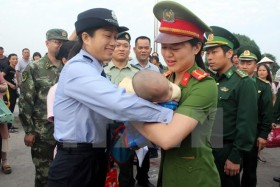 China hands over trafficked baby to Việt Nam