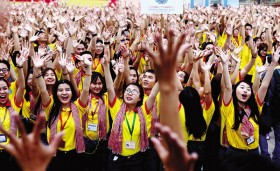 Against tide, APEC seeks  deeper trade integration