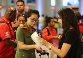 apec delegates arrive at da nang airport