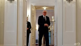 As Germany sinks into crisis, president urges compromises