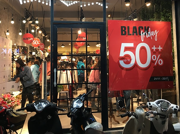 Millions of customers rush stores on Black Friday