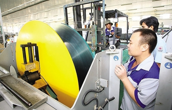 vietnams economy on track says government