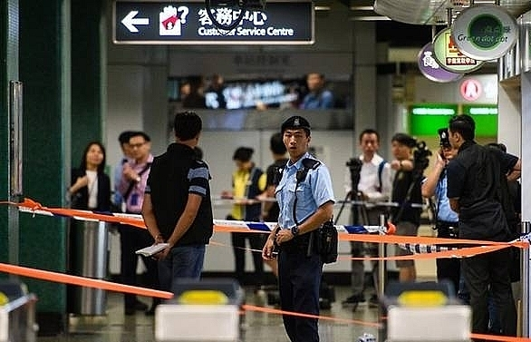 police shoot knifeman in hong kong mtr station