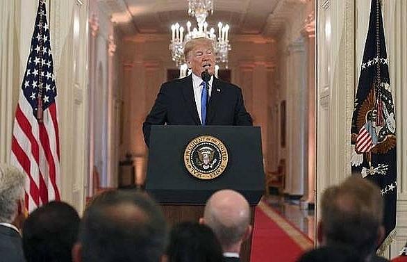 trump urges democrats to join hands but remains defiant