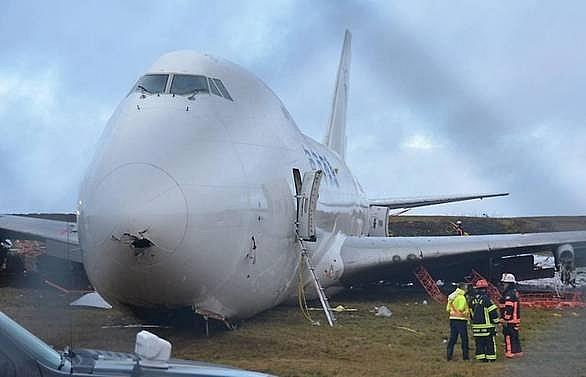 boeing 747 cargo jet skids off runway at canadas halifax airport