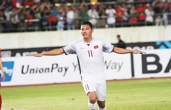 aff suzuki cup vietnam defeats laos 3 0 in opener