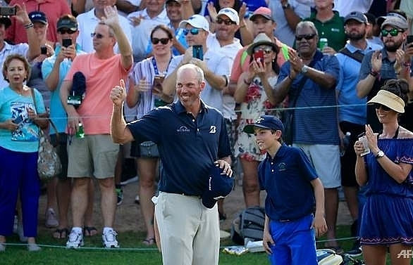 kuchar survives scare to end title drought