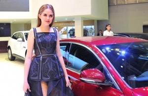 vietnam motor show 2018 features auto brands hot girls