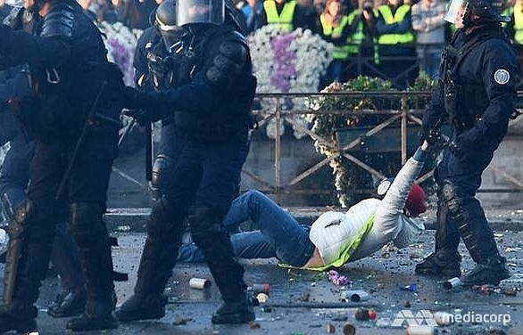 more than 400 hurt in french fuel price protests minister